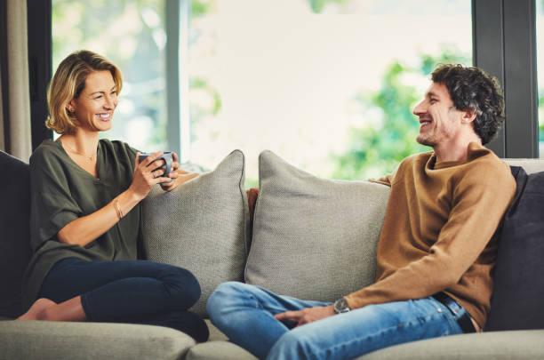 Kaffee-Termine auf der Couch – Foto