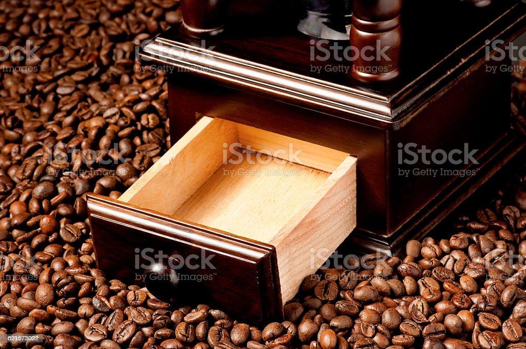 Moulin à café et haricots  photo libre de droits