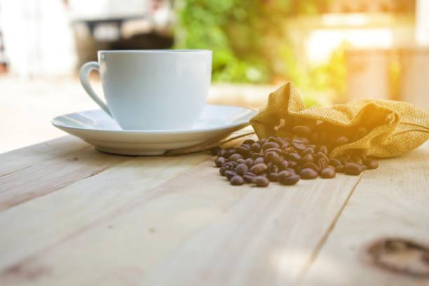 在白色杯咖啡 - 咖啡 飲品 個照片及圖片檔