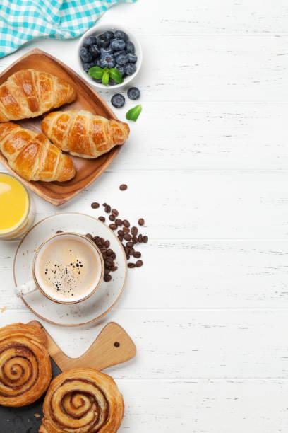 Kaffee-, Saft- und Croissants-Frühstück – Foto