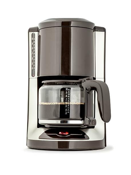kaffeemaschine mit frisch gebrühtem kaffee, isoliert - kuqa stock-fotos und bilder