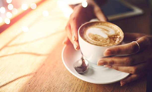 kaffee macht alles möglich - coffee shop stock-fotos und bilder