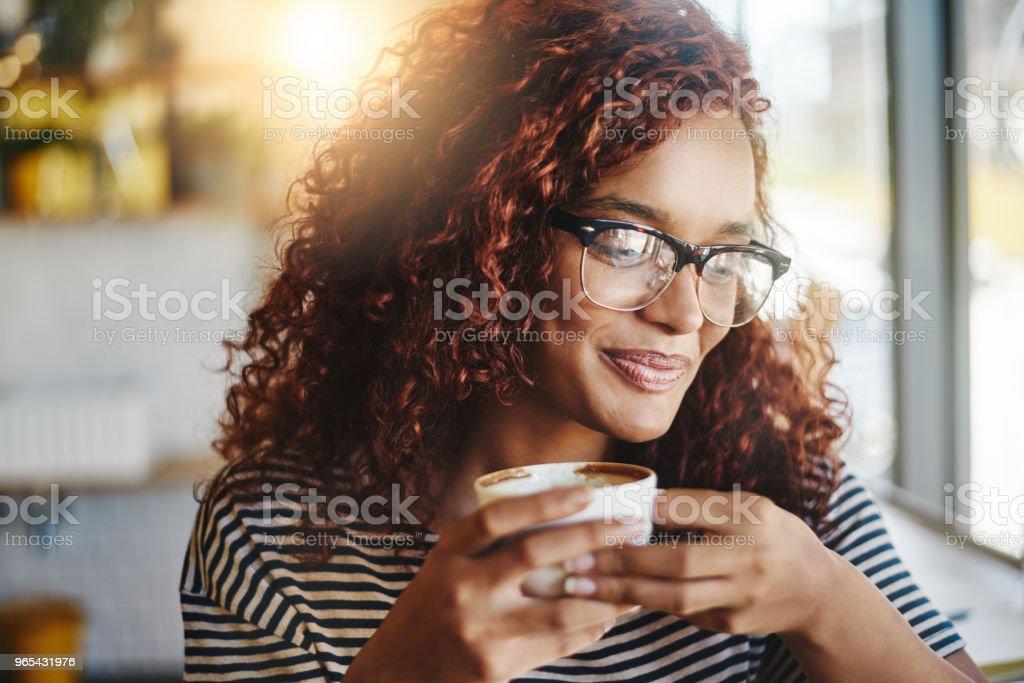 Kaffee ist Uhr hier - Lizenzfrei Attraktive Frau Stock-Foto