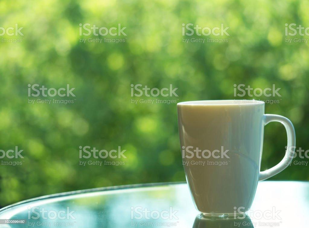 Kaffee Oder Tee In Großen Weißen Tasse Auf Glastisch Natur