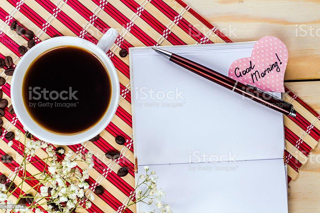 Kaffee Papier Herz Mit Text Guten Morgenund Opennotepad Stockfoto
