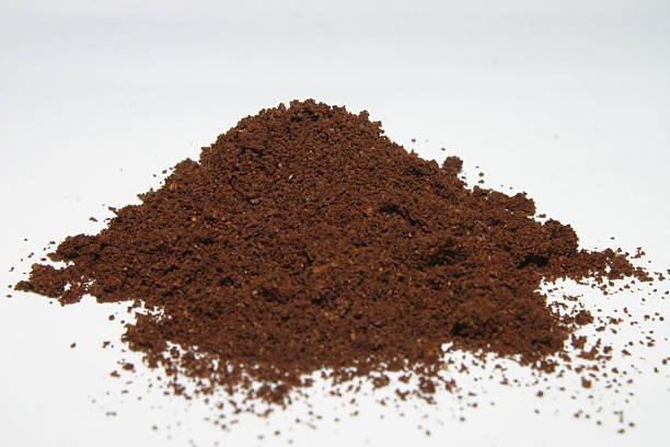 kaffee-pulver isoliert - kaffeepulver stock-fotos und bilder