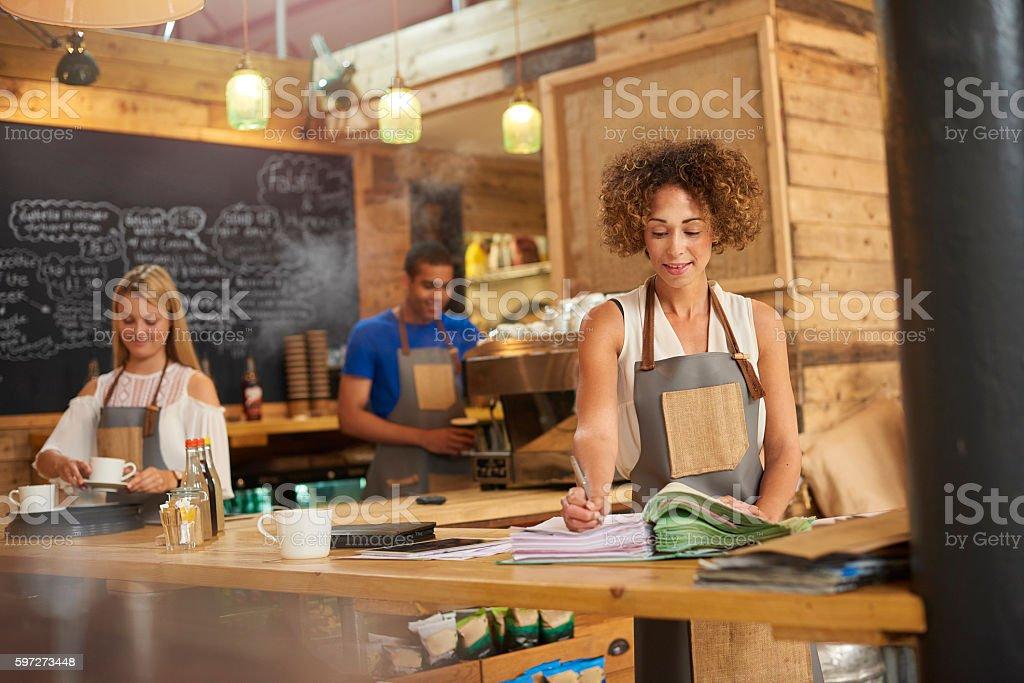 Coffee shop accounting photo libre de droits
