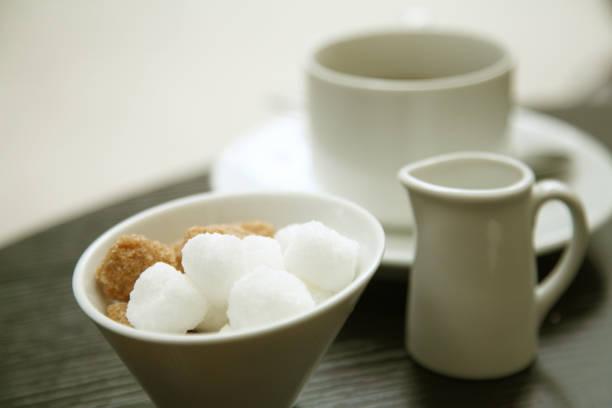 kaffee zucker - würfelzucker stock-fotos und bilder