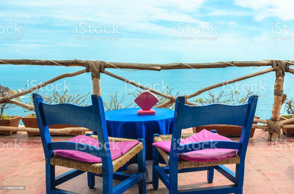 Photo Libre De Droit De Table De Cafe Sur Le Balcon Rustique Dans