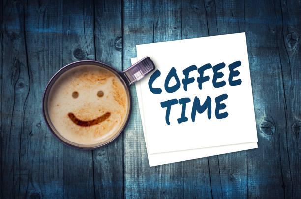 kaffeezeit - glückliche montagszitate stock-fotos und bilder