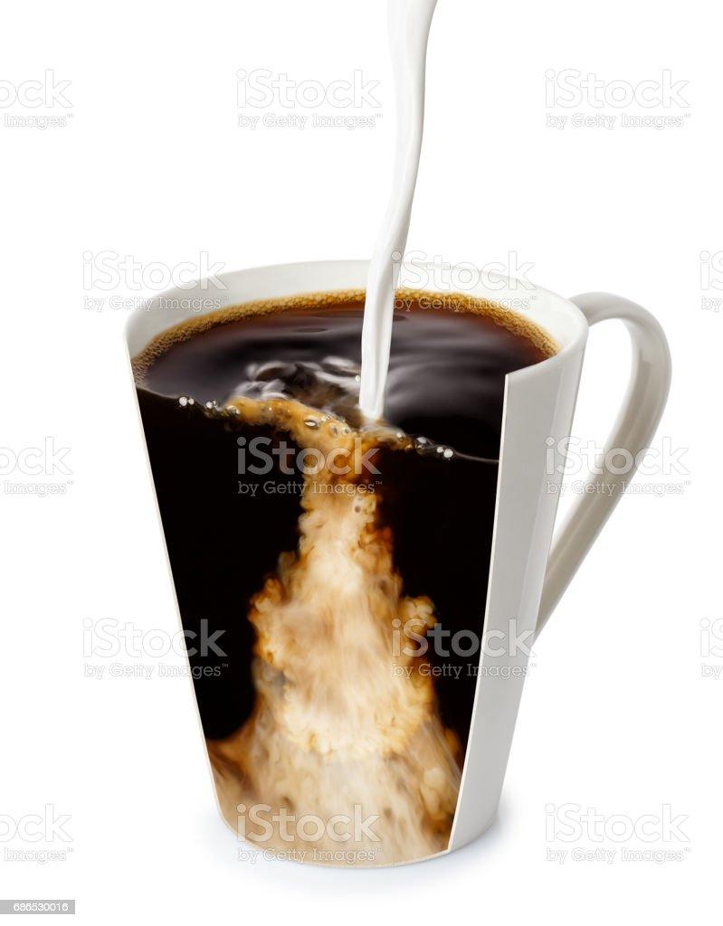 coffee with pouring milk zbiór zdjęć royalty-free