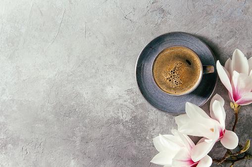Café Con Flores De Primavera Foto de stock y más banco de imágenes de Alimento