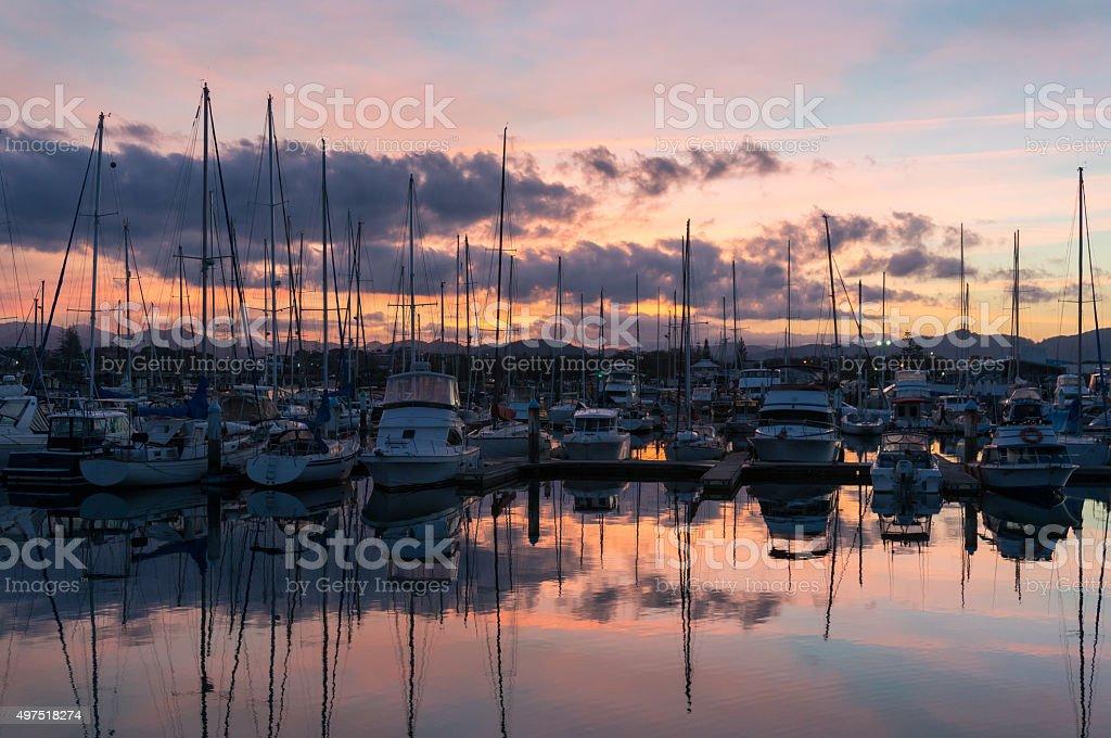 Coffs Harbour bay mit Yachten und Boote in der Abenddämmerung – Foto