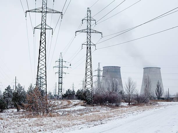 Central de cogeneración cerca de Kyiv (Ucrania) en invierno - foto de stock