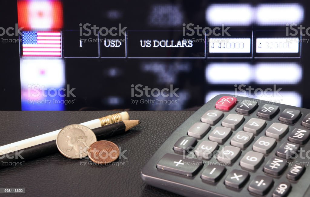 Coin of United stage of America with calculator and pencil on black floor with digital board of currency exchange money background. - Zbiór zdjęć royalty-free (Białe tło)