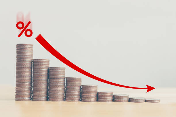 Coin stack step down graph with red arrow and percent icon, Risk management business financial and managing investment percentage interest rates concept Coin stack step down graph with red arrow and percent icon, Risk management business financial and managing investment percentage interest rates concept interest rate stock pictures, royalty-free photos & images
