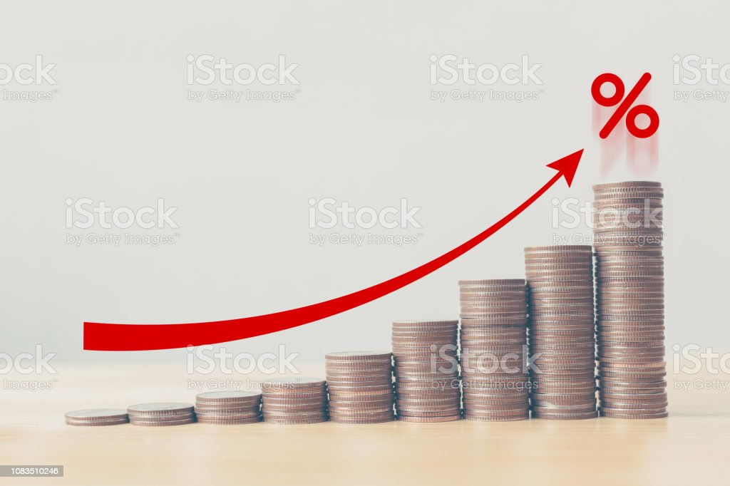 Münze Stack Schritt Diagramm mit roter Pfeil und Prozent-Symbol, Risiko Management Business Finanz- und geschäftsführender Prozentsatz Zinsen Anlagekonzept – Foto