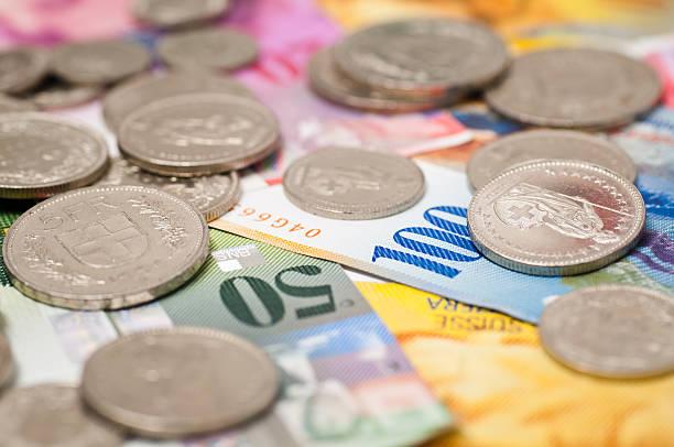 coins and notes from switzerland - franken stockfoto's en -beelden