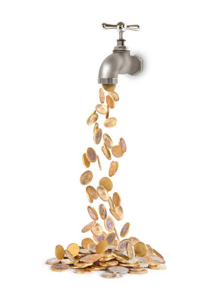 coins fall from the tap - tap water zdjęcia i obrazy z banku zdjęć
