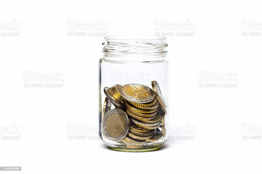 Münzen in ein Gefäß geben. – Foto