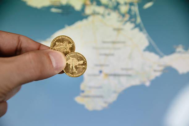 münzen zu ehren der krim, russische föderation - bundeshaushalt 2014 stock-fotos und bilder