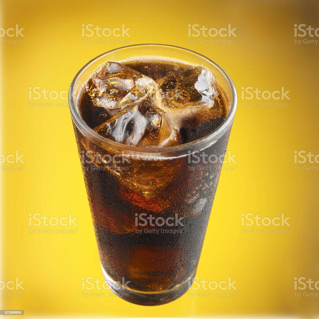 Cola Limonade in Glas mit Eis Lizenzfreies stock-foto