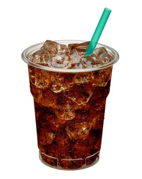 테이크아웃 컵에 얼음과 빨대를 곁들인 콜라 - 얼음 조각 뉴스 사진 이미지