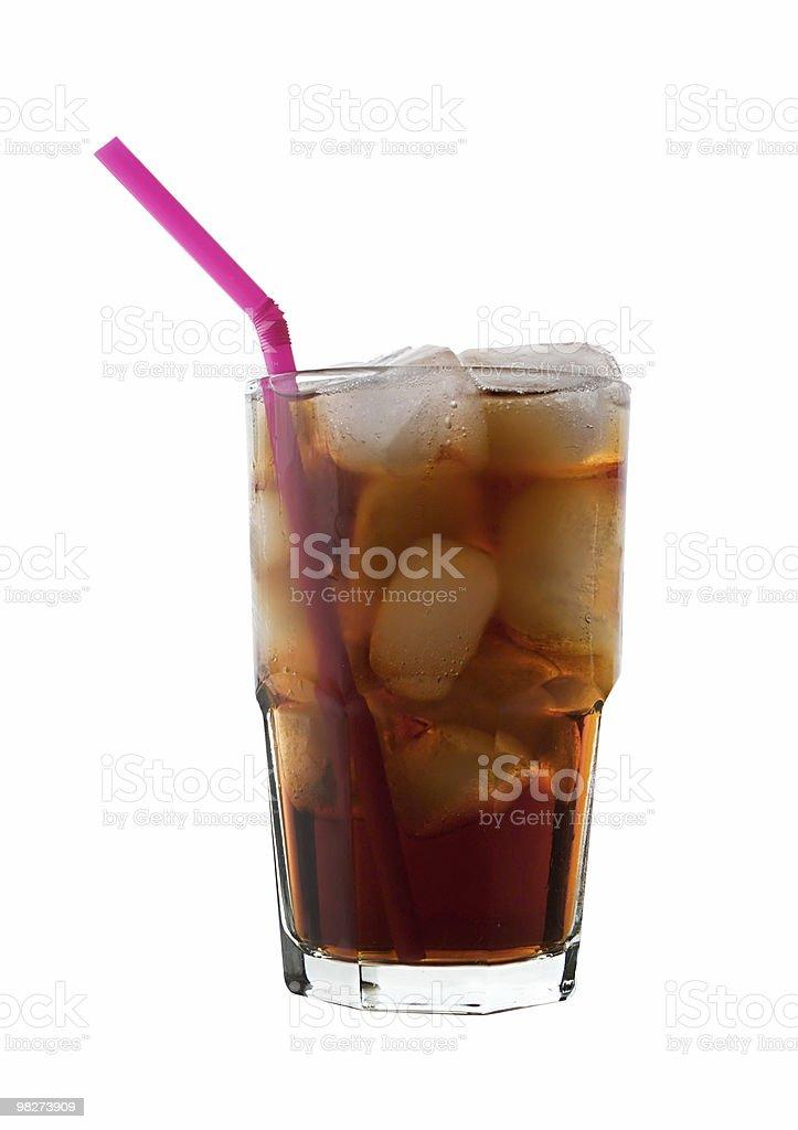 Cola con ghiaccio e paglia isolato foto stock royalty-free
