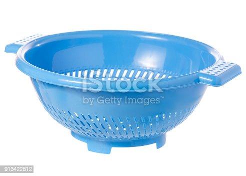 istock Colander blue kitchen 913422812