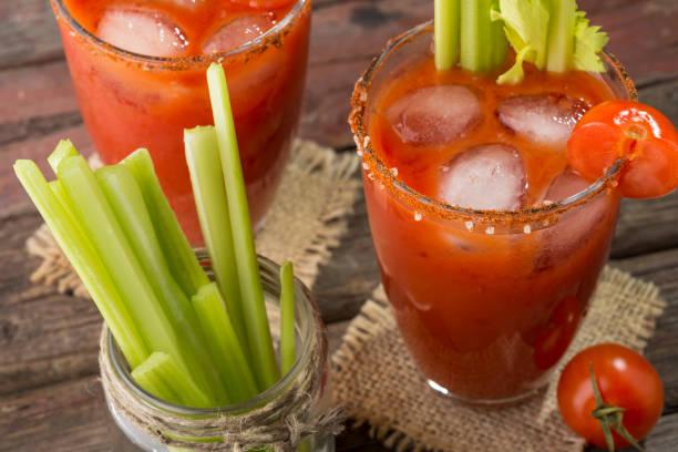 soğuk kanlı mary cocktail - meyve ve sebze suyu soğuk i̇çecek stok fotoğraflar ve resimler