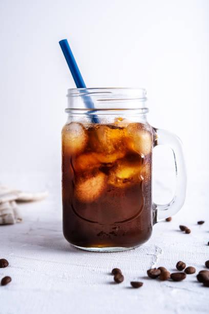 차가운 커피 양조 - 맥주 공장 뉴스 사진 이미지