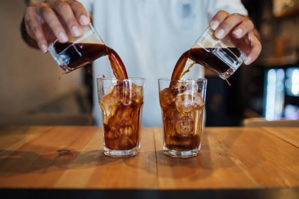 soğuk brew kahve - soğukluk stok fotoğraflar ve resimler
