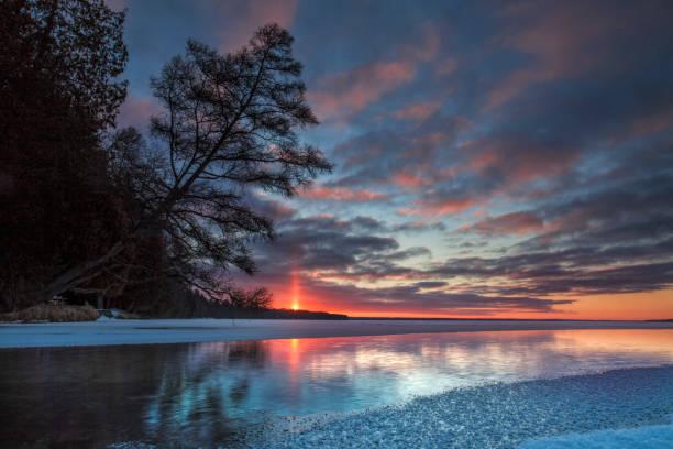cold creek sunrise säule - lake michigan strände stock-fotos und bilder