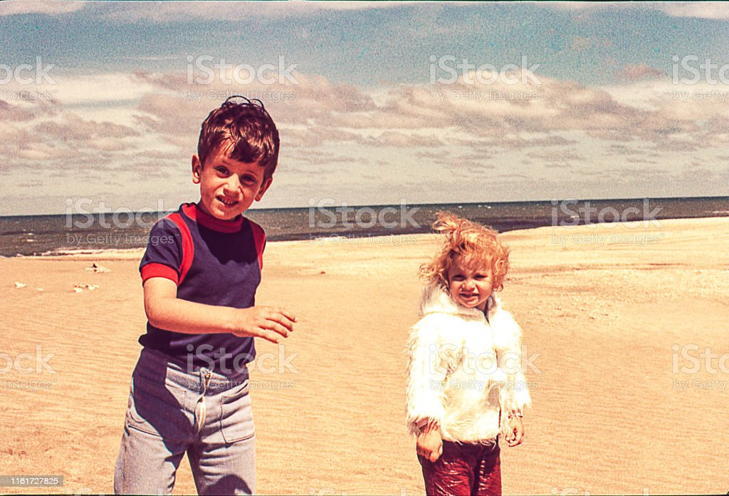 海灘寒冷的一天 - 免版稅1970-1979圖庫照片