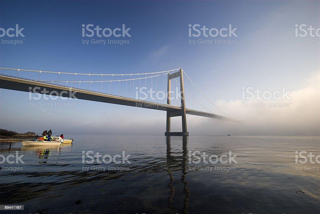 寒い日橋の下で ロイヤリティフリーストックフォト