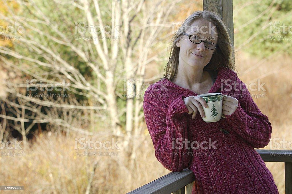 Frío mañanas y café de cortesía foto de stock libre de derechos
