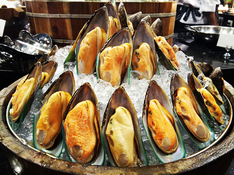Cold New Zealand Mussels Seafood Buffet On Ice Stock Photo - Download Image Now