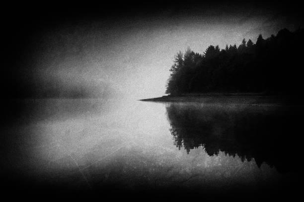 Lago frío noruegan con texturas Grunge - foto de stock