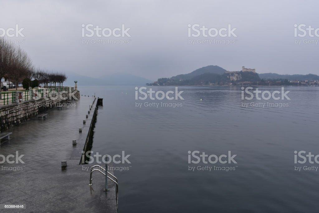 Cold Rainy Morning By Lago Maggiore Arona Italy Fotografie Stock E Altre Immagini Di Acqua Istock