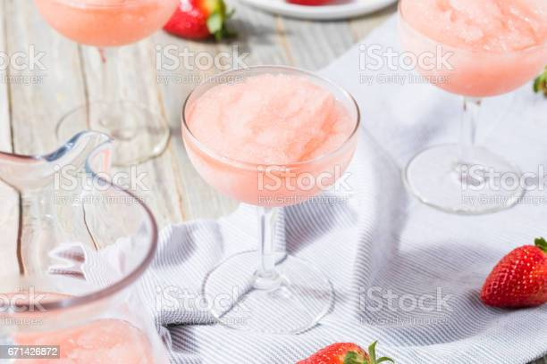 Cold refreshing frozen ros wine cocktail picture id671426872?b=1&k=6&m=671426872&s=612x612&h=bduehv3lslvih2cdekuegwhmbd4mapj022eyivrk3rg=