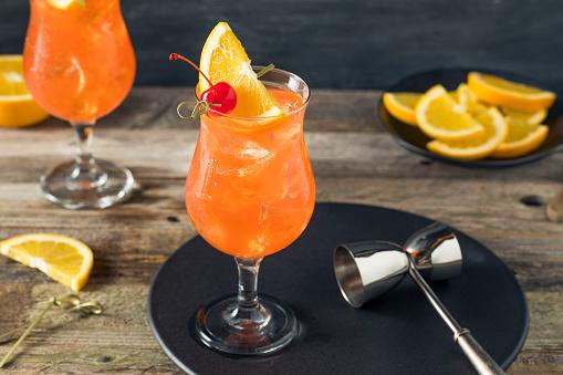 Refrescante Cóctel De Singapur Sling Frío Foto de stock y más banco de imágenes de Aperitivo - Bebida alcohólica