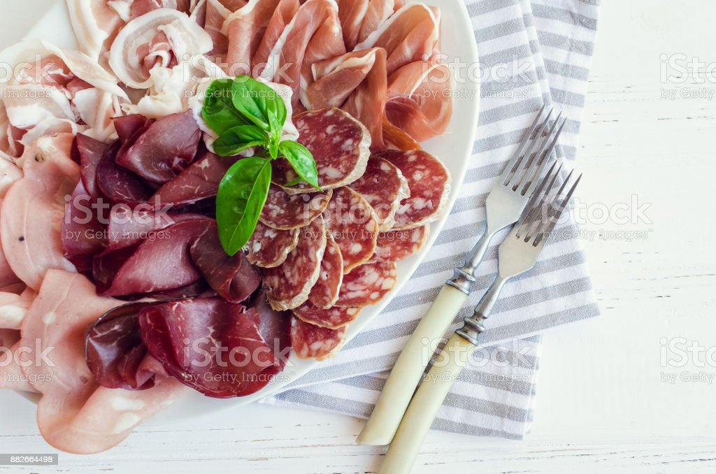 Gerookte vleeswaren plaat foto