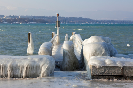 Cold temperature give ice and freeze at the lake Leman