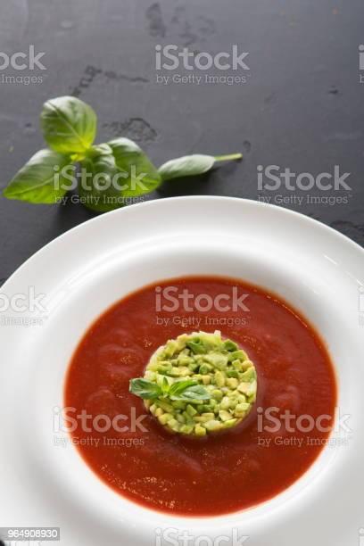 冷的番茄湯涼菜湯牛油關閉 照片檔及更多 一個物體 照片