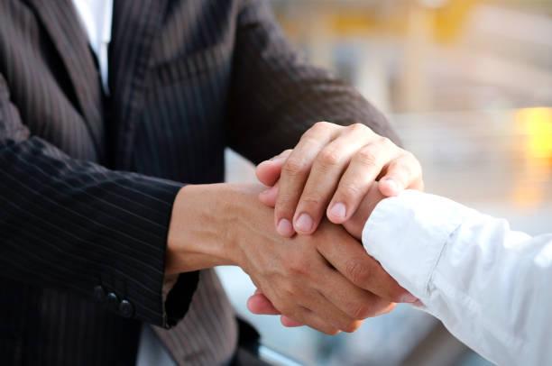 與業務合作夥伴合作,信任業務合作夥伴,建立關係,實現未來的貿易和投資目標。 - future 個照片及圖片檔