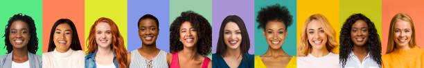 Collage junger internationaler Frauen lächelnd über bunte Hintergründe – Foto