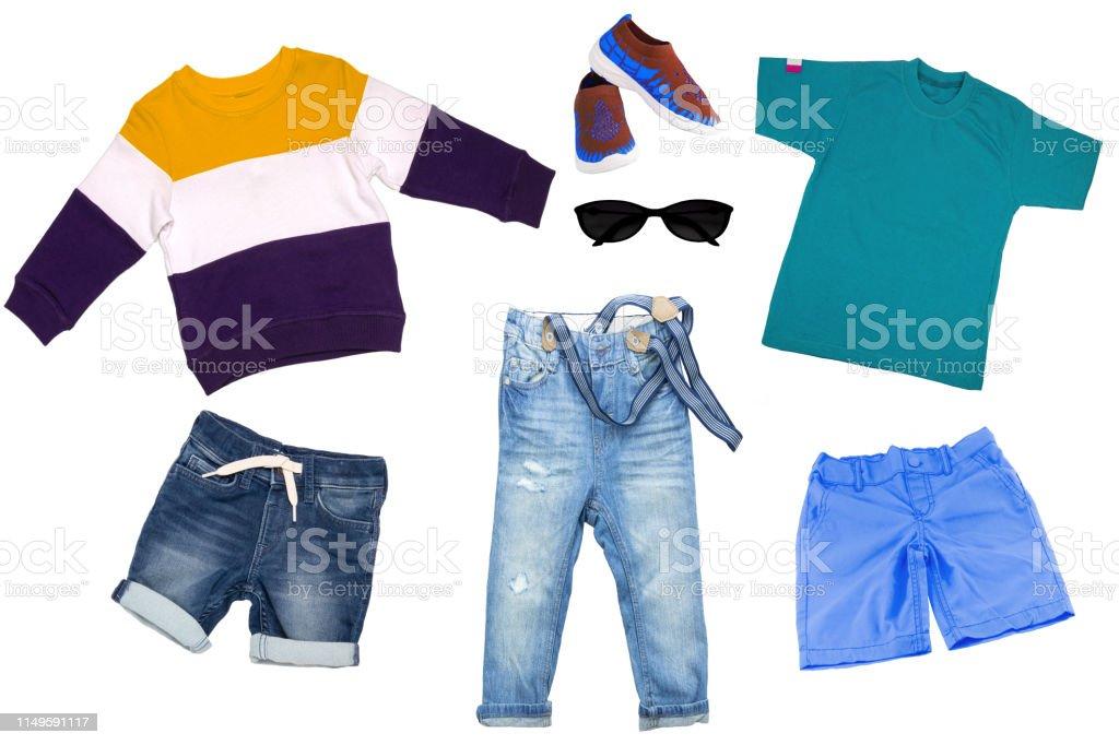 Juego De Collage De Ropa Para Ninos Jeans De Mezclilla O Pantalones Jeans Cortos Un Par De Zapatos Pantalones Cortos Azules Camisa Y Un Sueter Para Nino Chico Aislado Sobre Un Fondo