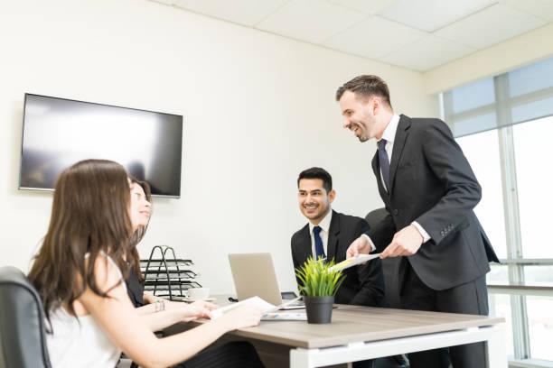 collega's bespreken in een vergadering - four lawyers stockfoto's en -beelden