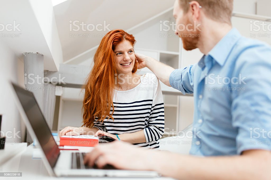 Dating-Büro-Kollegen