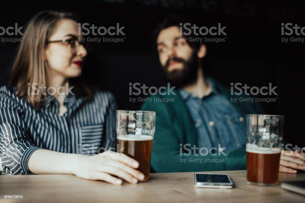 同事下班後去喝一杯 免版稅 stock photo